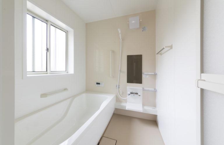 浴室、洗面台の壁や床についた白髪染めと落とすには?