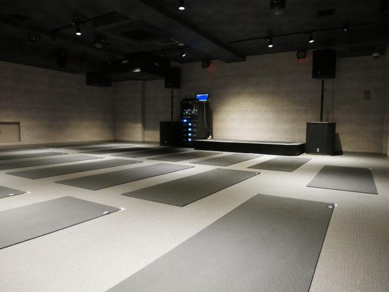 暗闇フィットネス-エクスパ-トレーニングルーム