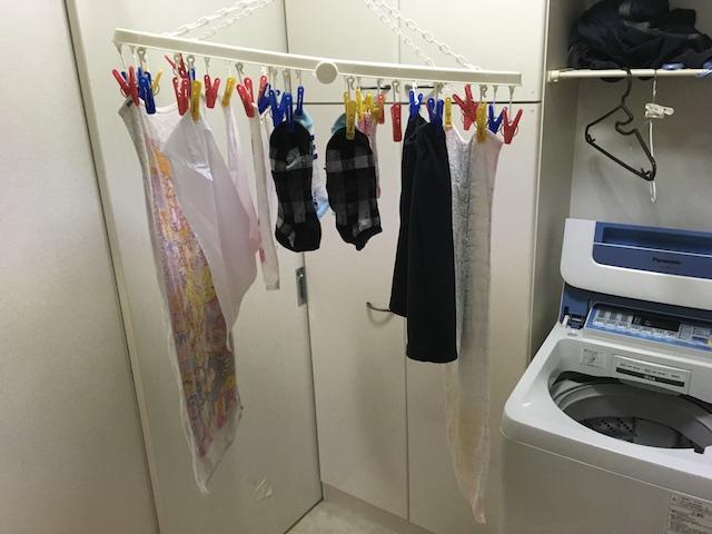 アーチ型に干した洗濯物