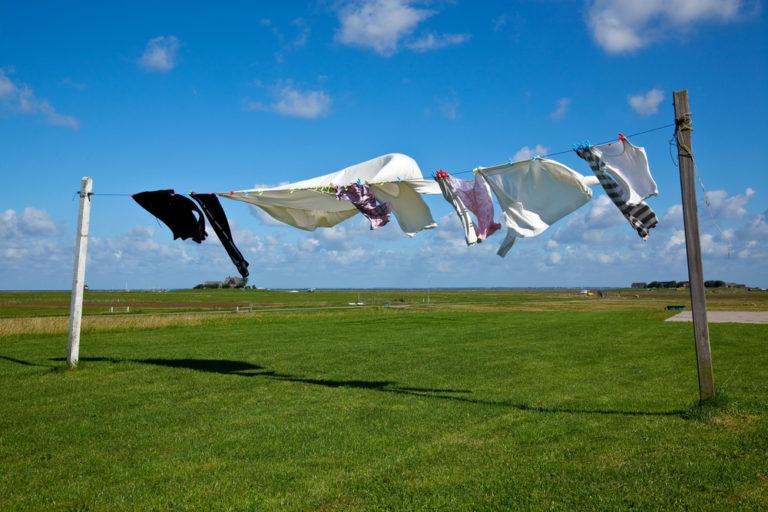 風に吹かれる洗濯物