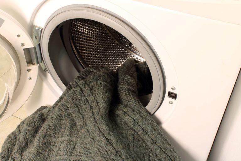 洗濯機に入れるセーター