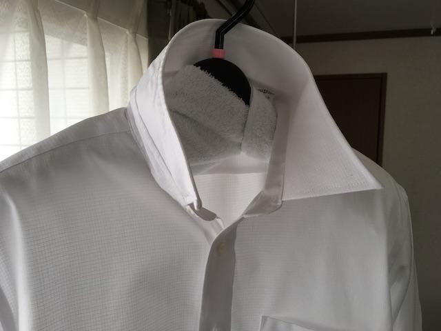 ワイシャツの襟を立てて干す
